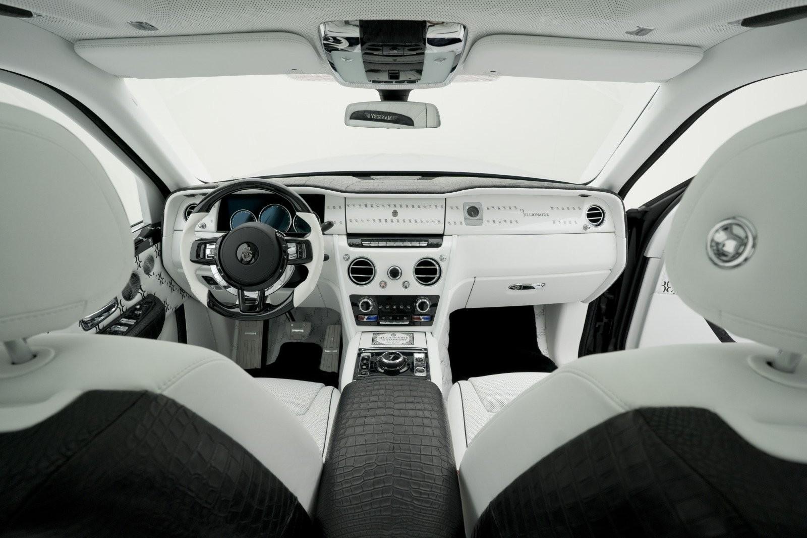 Và nhìn từ khoang lái của Rolls-Royce Cullinan phiên bản tỷ phú Mansory
