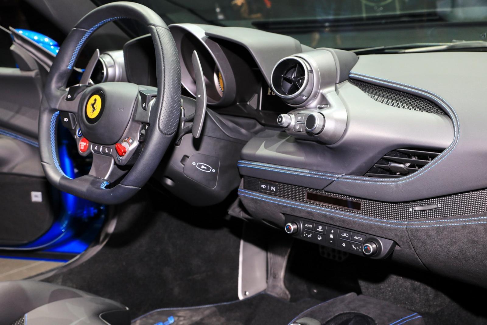 Một số chi tiết trong khoang lái của Ferrari F8 Tributo thiết kế lại