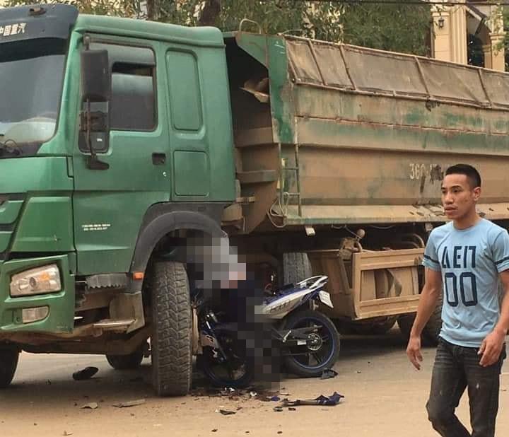 Hiện trường vụ tai nạn xảy ra tại Thanh Hóa (Ảnh: Facebook)