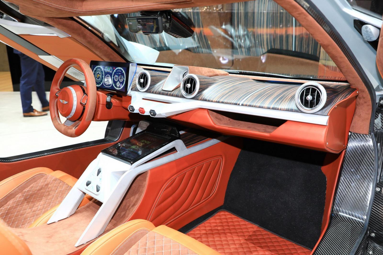 Nội thất của Hispano Suiza Carmen có sự hiện đại và áp dụng nhiều chất liệu sang trọng