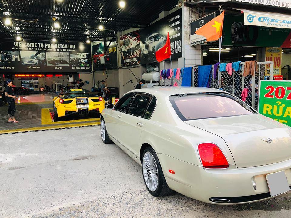 Với số tiền chỉ mua được 1 chiếc sedan hạng sang như Audi A6 hay BMW 530i, người chơi có thể mua chiếc Bentley này để nhảy lên sở hữu dòng xe siêu sang