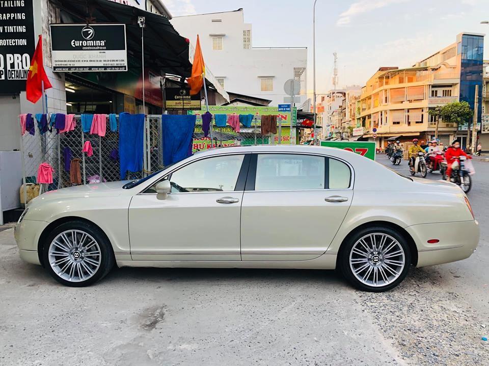 Chiếc Bentley Continental Flying Spur này hiện đang được chào bán 2,35 tỷ đồng