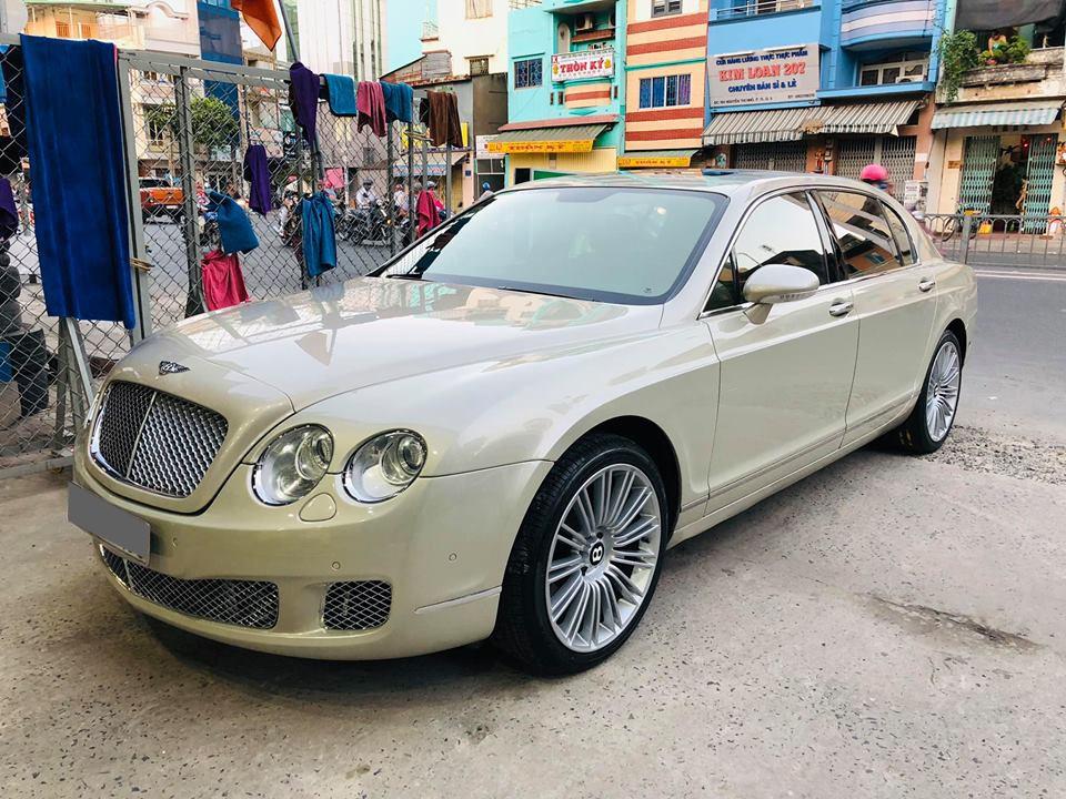 Xe siêu sang Bentley từng một thời là niềm mơ ước của đại gia Việt hiện đang được rao bán với giá bèo