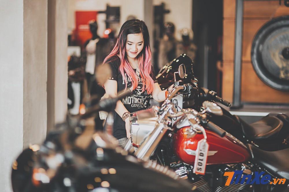 Sau 9 năm, cuối cùng Hiền Bư đã có thể tìm cho mình một chiếc xe phù hợp. Đó chính là chiếc Harley-Davidson Iron 883.