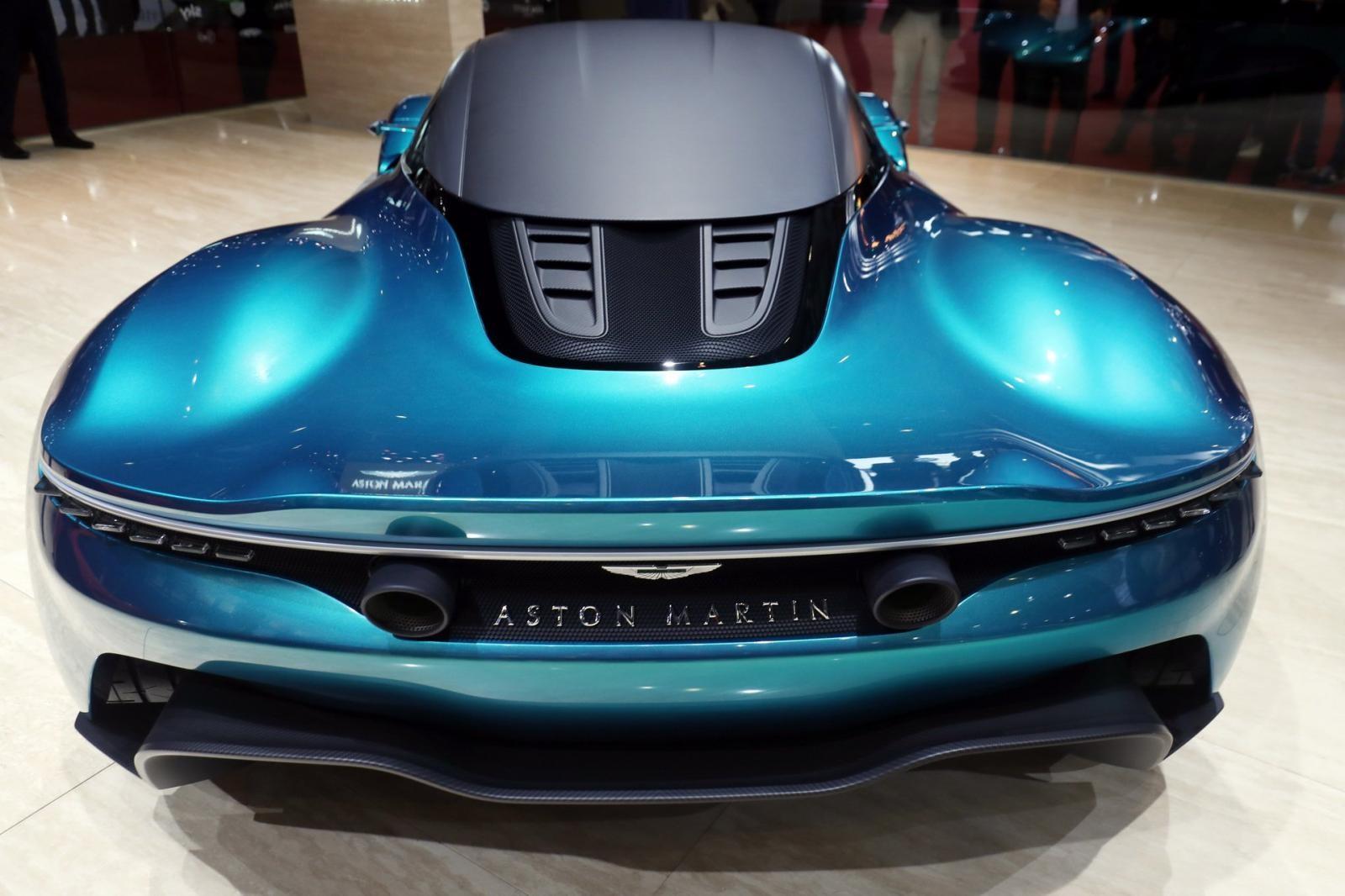 Aston Martin Vanquish Vision Concept có 2 ống xả hình tròn nằm ở vị trí cao