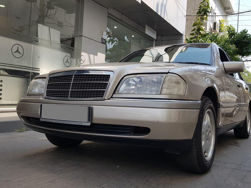 Dù cho Mercedes-Benz C-Class 2019 đã bán tại Việt Nam, nhưng vị khách này vẫn trung thành với đời đầu