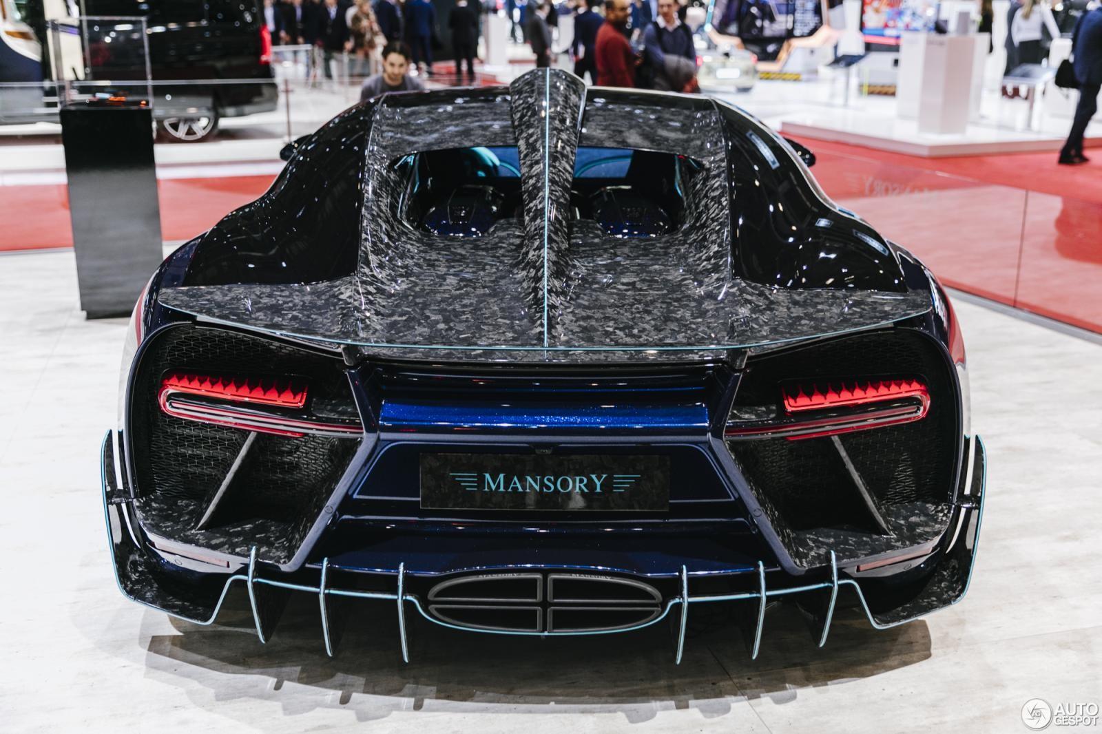 Trên nóc xe Bugatti Chiron Centuria kéo dài ra phía đuôi xe còn có 1 cánh gió giả