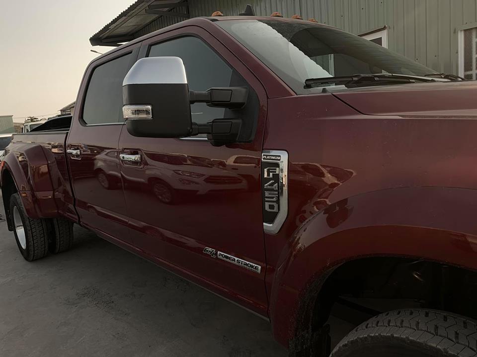 Chiếc xe bán tải hạng nặng này thuộc bản Platinum cao cấp