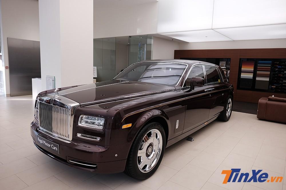 Khách hàng Việt khi mua xe Rolls-Royce chính hãng có thể tự mình thiết kế một chiếc xe siêu sang với những chi tiết dành riêng cho mình và không sợ đụng hàng.