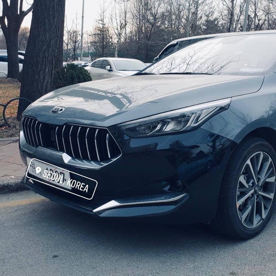 Đầu xe Kia K3 2019 dành cho Trung Quốc với lưới tản nhiệt nan dọc