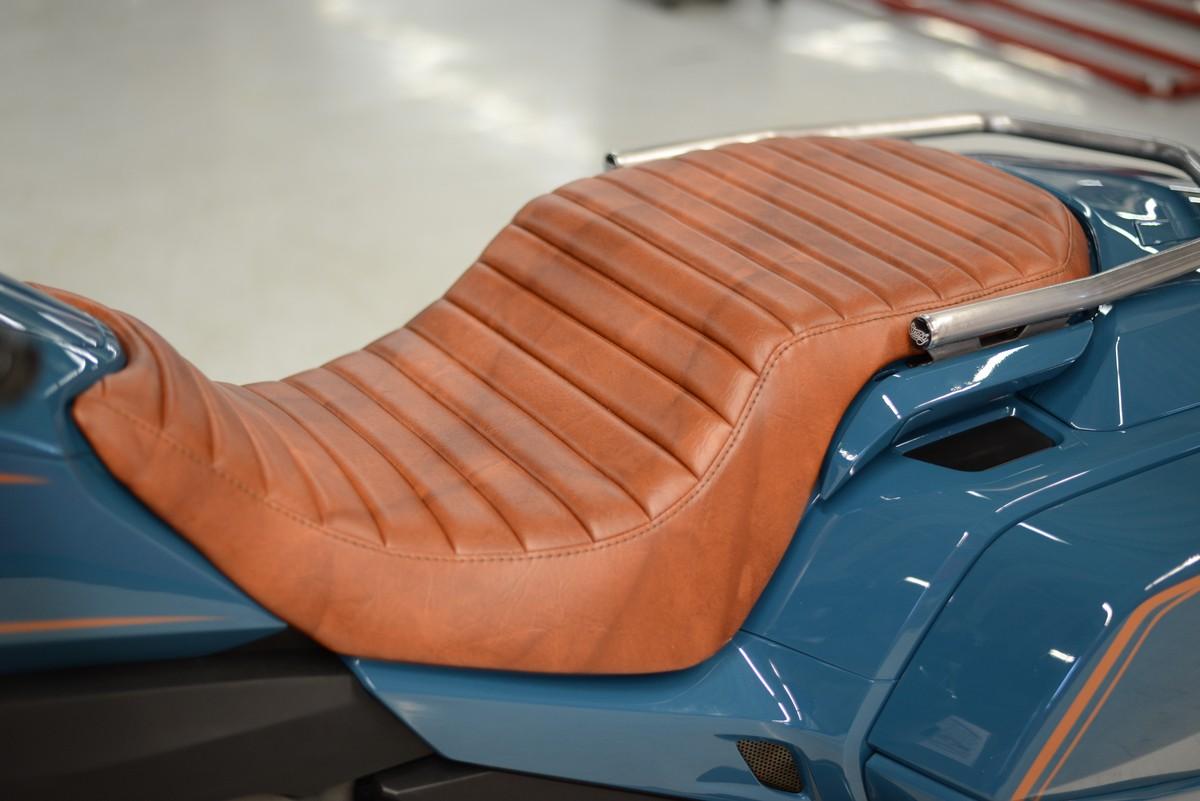 Yên xe Honda Cool Wing được bọc da thủ công