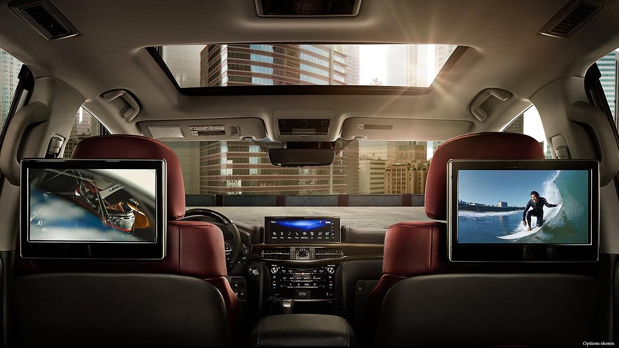 Màn hình giải trí trung tâm có kích thước 12 inch, hàng ghế sau có 2 màn hình 11,6 inch phục vụ nhu cầu giải trí