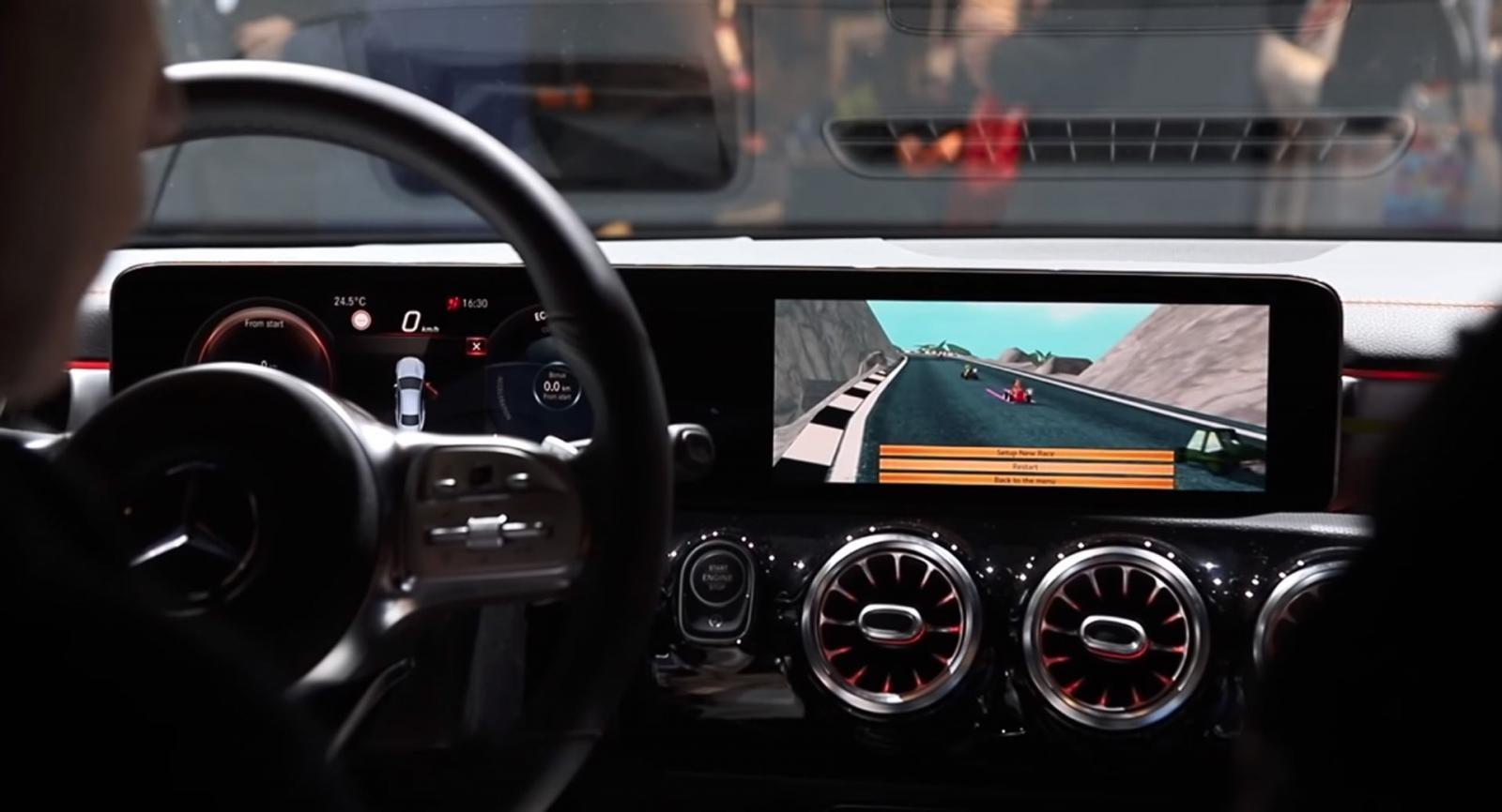 Đây có khả năng trở thành một tính năng giải trí rất thú vị, nhưng an toàn nhất là chỉ có thể truy cập khi xe đang ở trạng thái đỗ