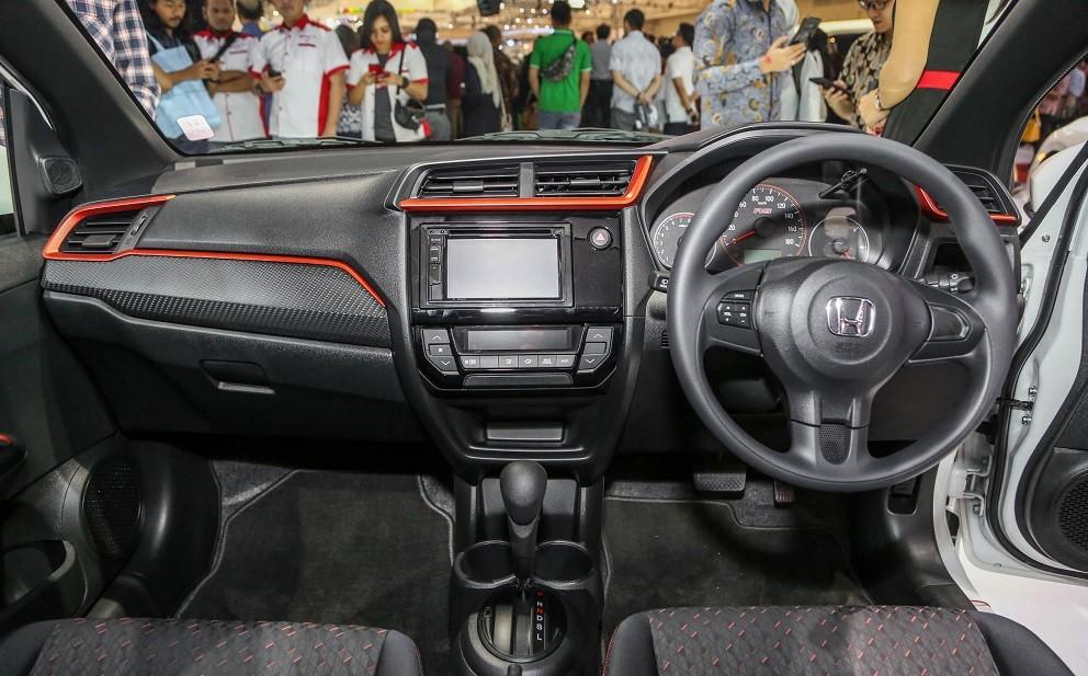 Nội thất bên trong Honda Brio RS 2019 tại Indonesia