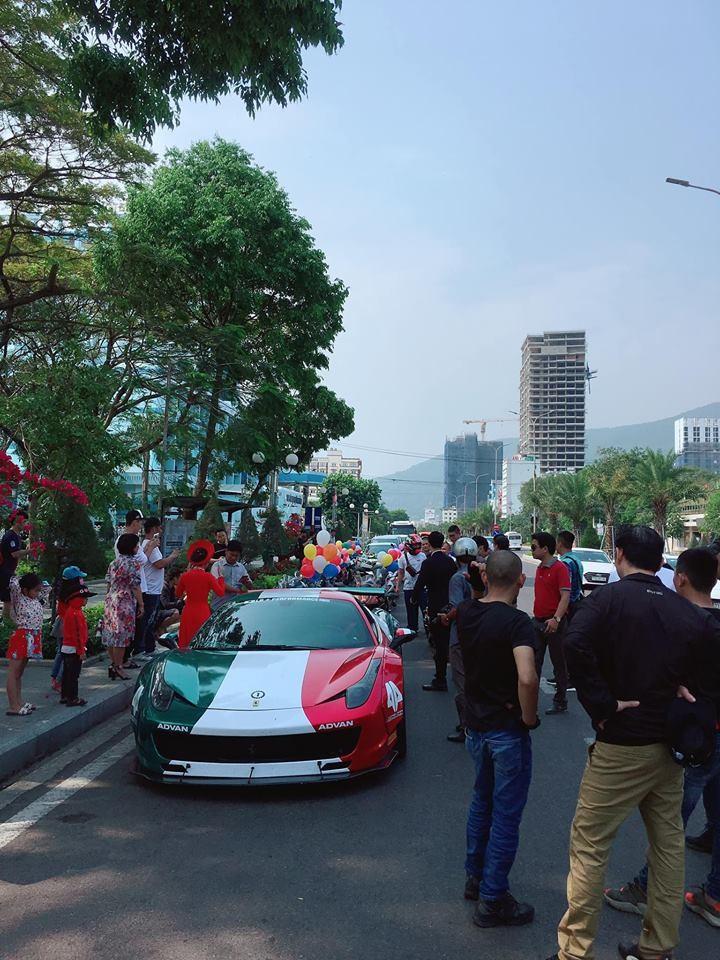Siêu xe Ferrari 458 Italia độ Liberty Walk cùng dàn mô tô khủng tụ tập tại Quy Nhơn