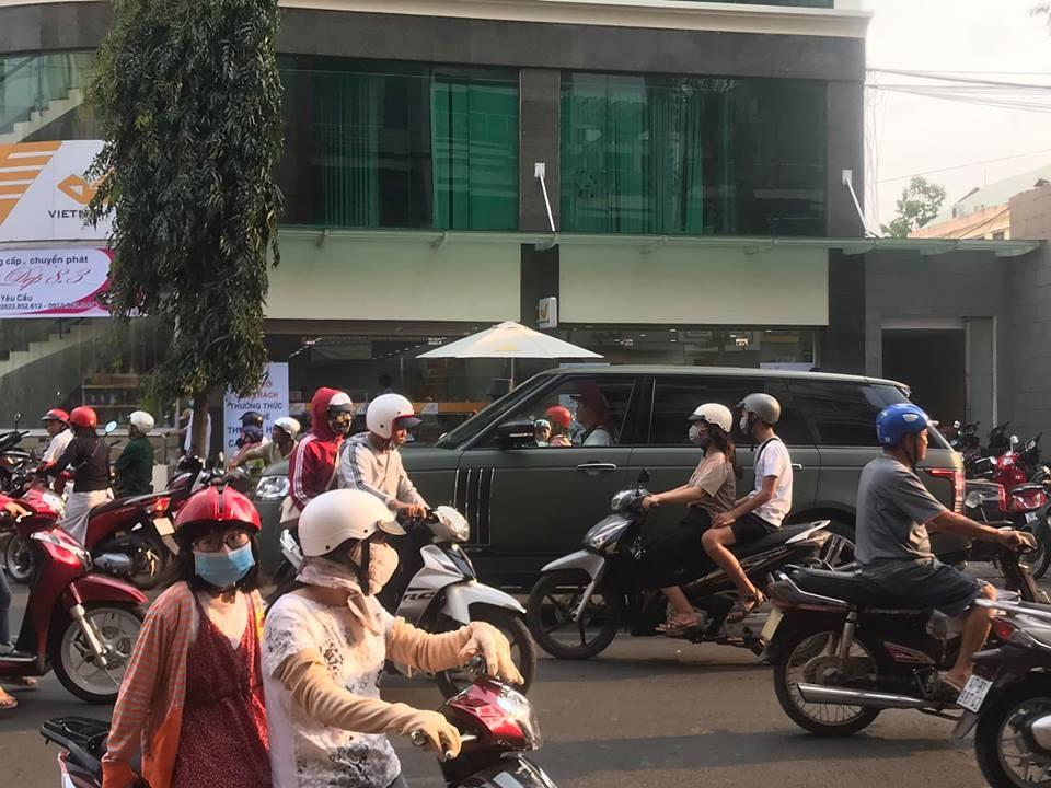 Range Rover SVAutobiography của Chủ tịch Trung Nguyên trên đường phố Buôn Ma Thuột