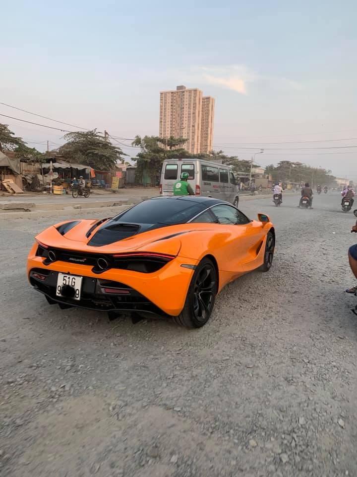 Đây là chiếc siêu xe McLaren 720S đầu tiên tại Việt Nam ra biển trắng