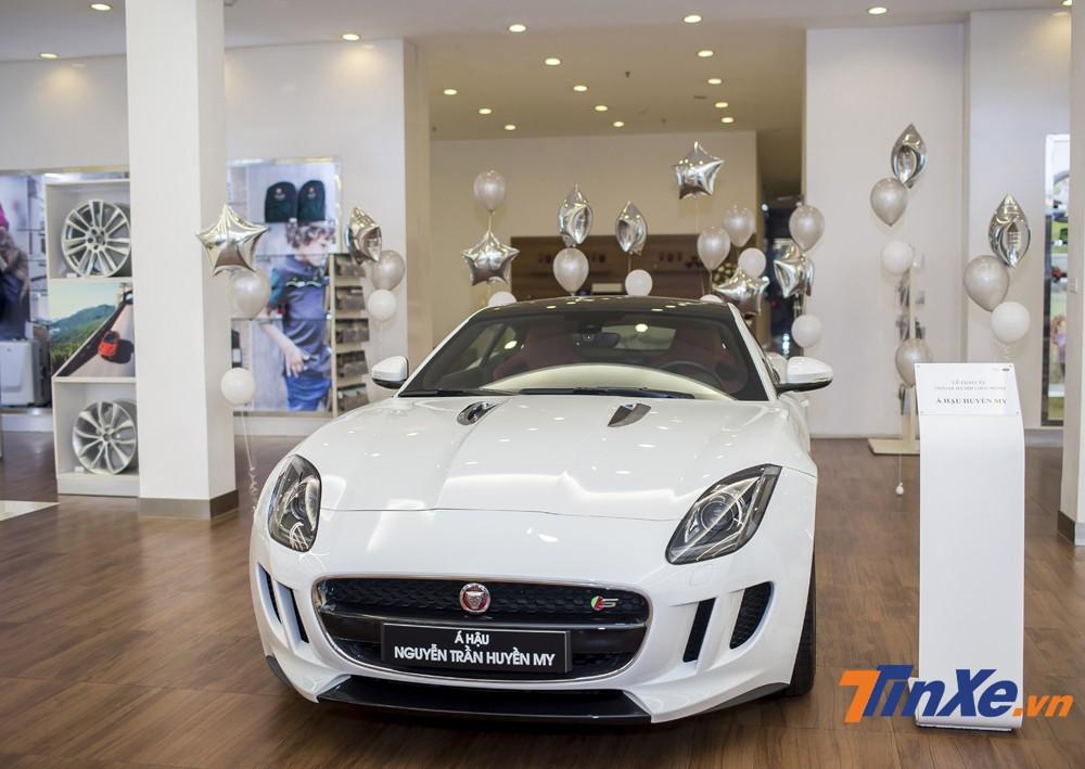 Jaguar F-Type của Á hậu Huyền My có giá bán gần 6 tỷ VNĐ.