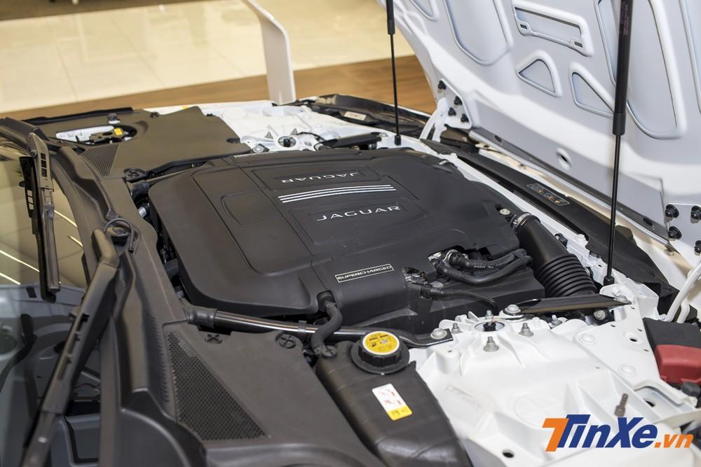 Jaguar F-Type của Á hậu Huyền My được trang bị động cơ V6, 3.0L SuperCharge với khả năng sản sinh công suất tối đa 335 mã lực và mô-men xoắn cực đại đạt 450Nm.