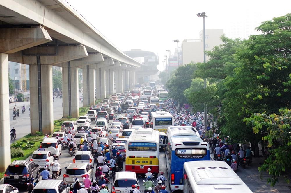 Sở GTVT Hà Nội đang lựa chọn đường Lê Văn Lương hoặc Nguyễn Trãi để thí điểm cấm xe máy