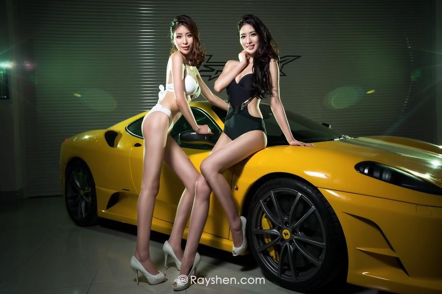 Cặp đôi người mẫu song sinh diện bikini trắng và đen khiến người nhìn hoa cả mắt - 8