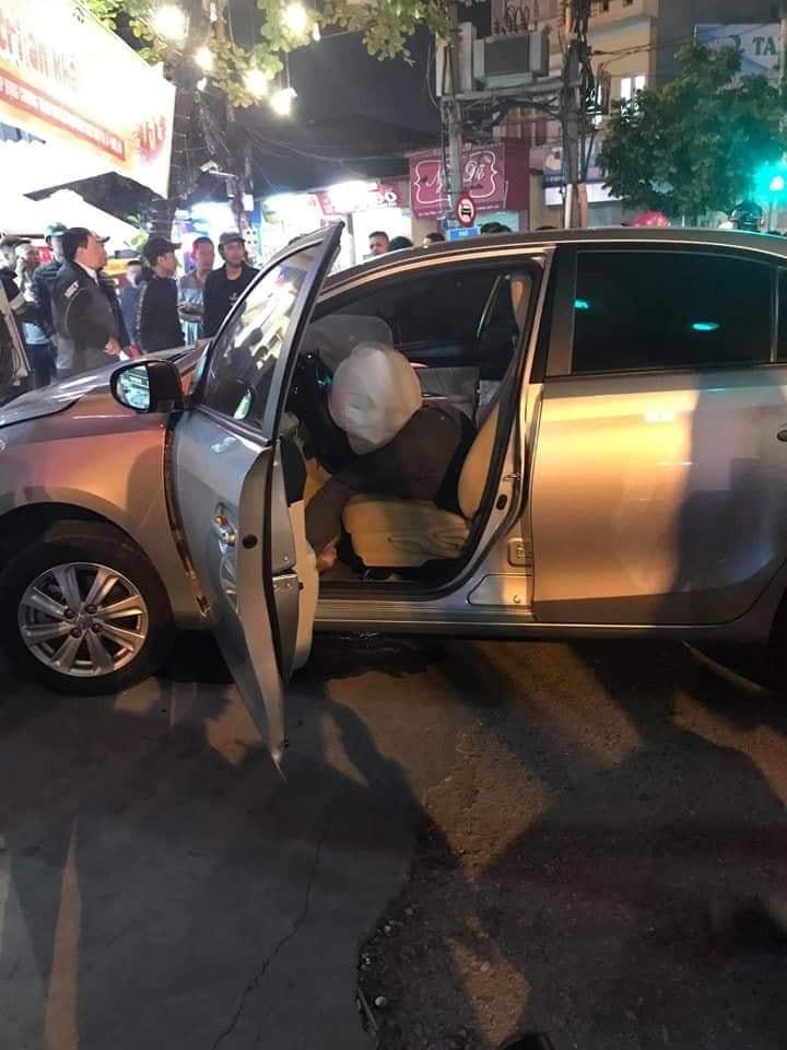 Túi khí bên trong chiếc Toyota Vios đã bung ra
