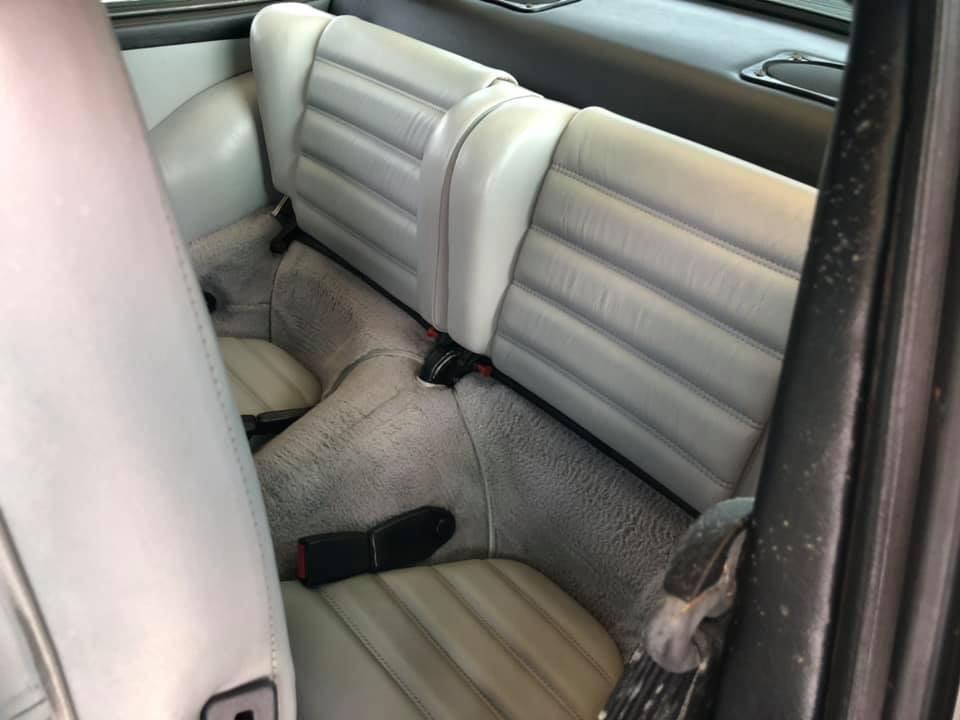 Xe còn có thêm 2 hàng ghế khá nhỏ ở phía sau