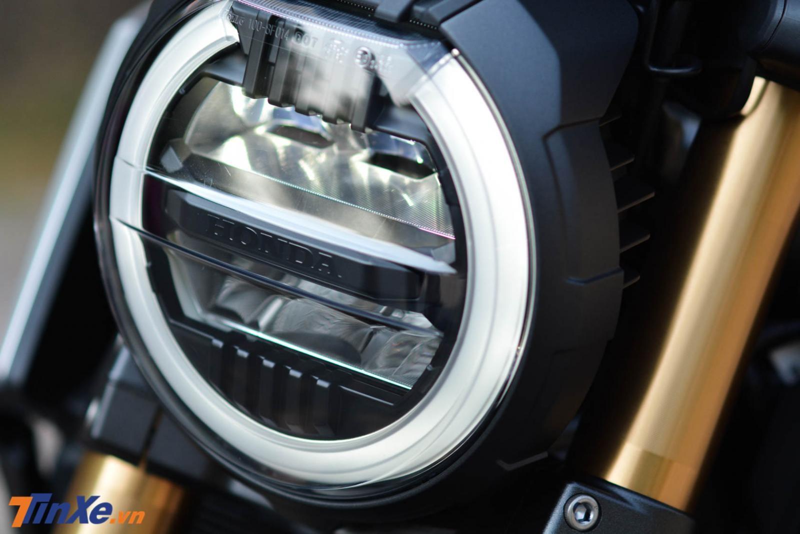 Bên trong là cụm đèn pha 2 tầng và sử dụng đèn Ful Led