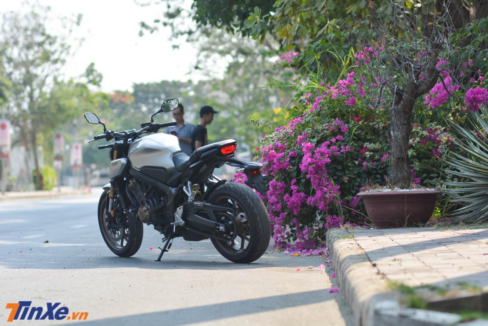 Hiện số xe Honda CB650R 2019 chính hãng về nước không đủ đáp ứng cho nhu cầu của các biker Việt