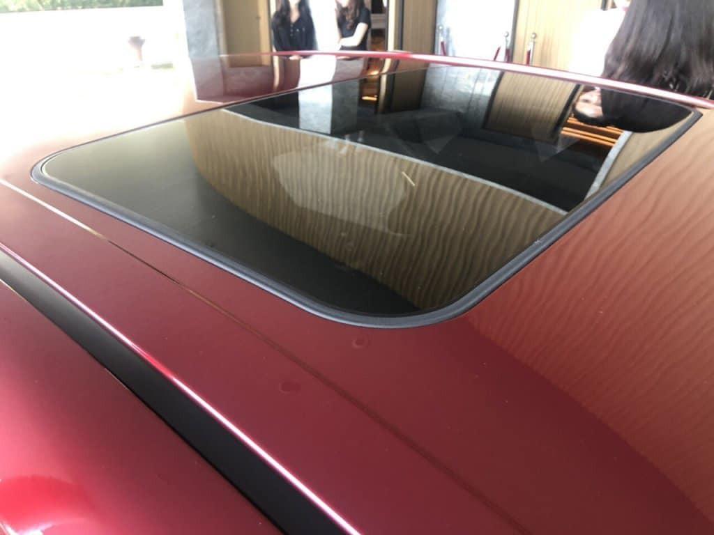 Cửa sổ trời sẽ là trang bị mới cho Toyota Camry 2019, không có trên thế hệ cũ lắp ráp tại Việt Nam