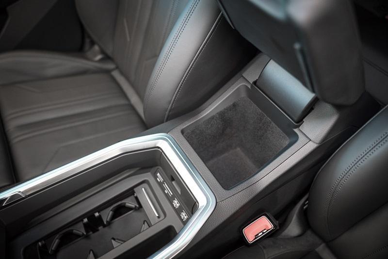 2 cổng USB phía sau của Audi e-tron 55 quattro 2019