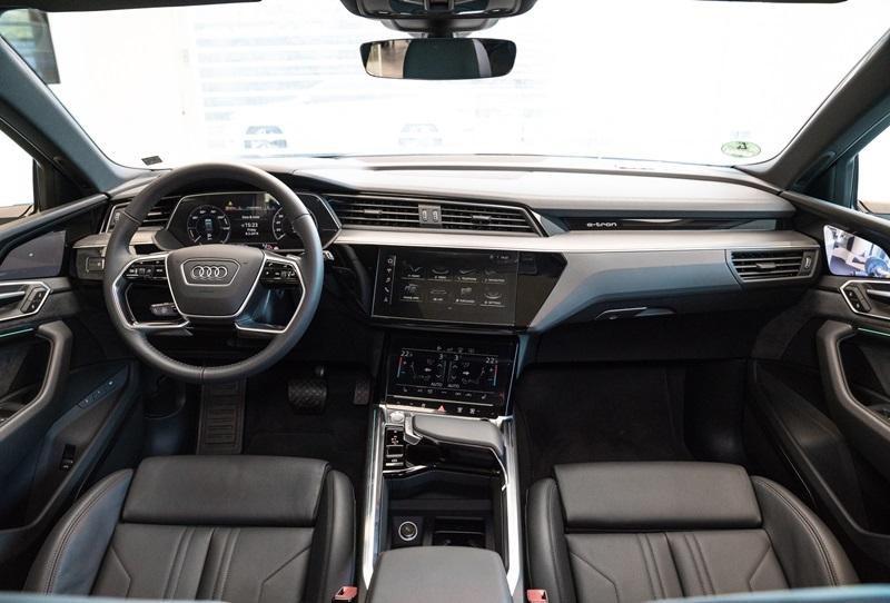 Không gian nội thất của Audi e-tron 55 quattro 2019