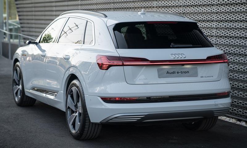 Audi e-tron 55 quattro 2019 sử dụng cụm pin lithium-ion