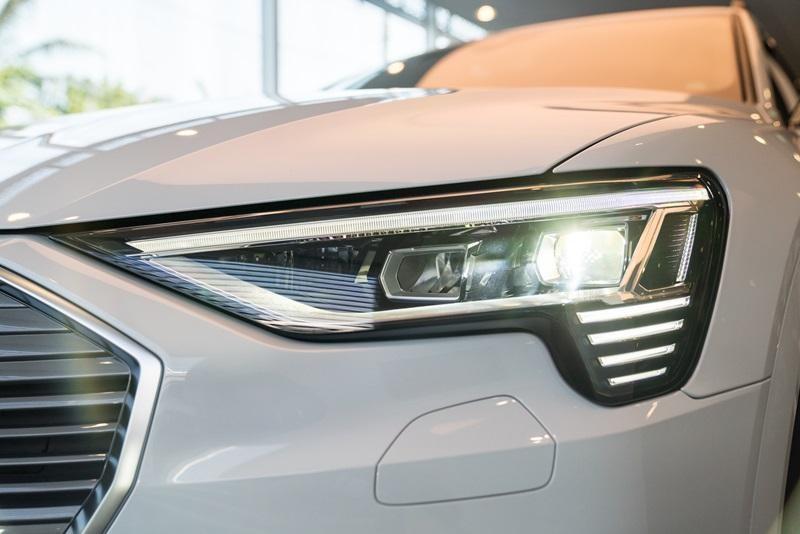 Cụm đèn pha Matric LED của Audi e-tron 55 quattro 2019