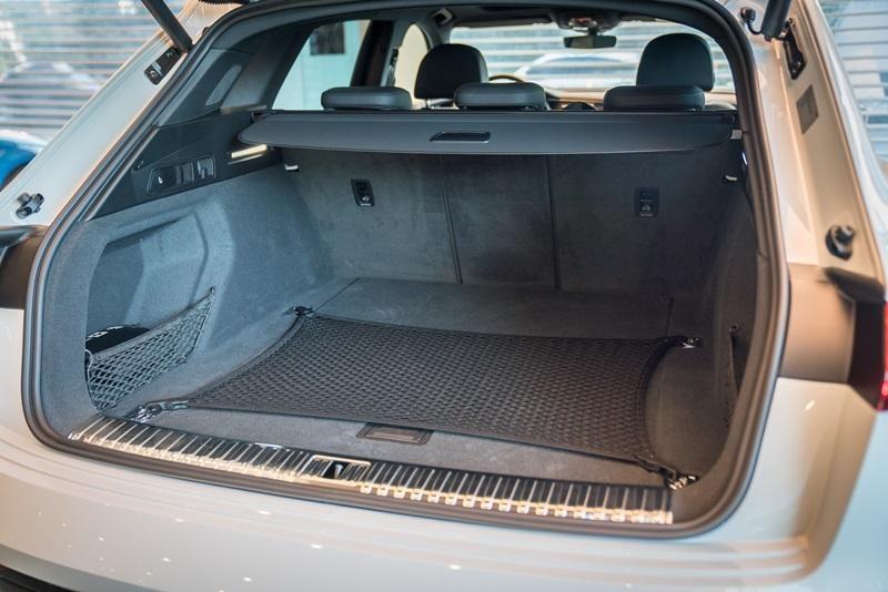 Khoang hành lý của Audi e-tron 55 quattro 2019