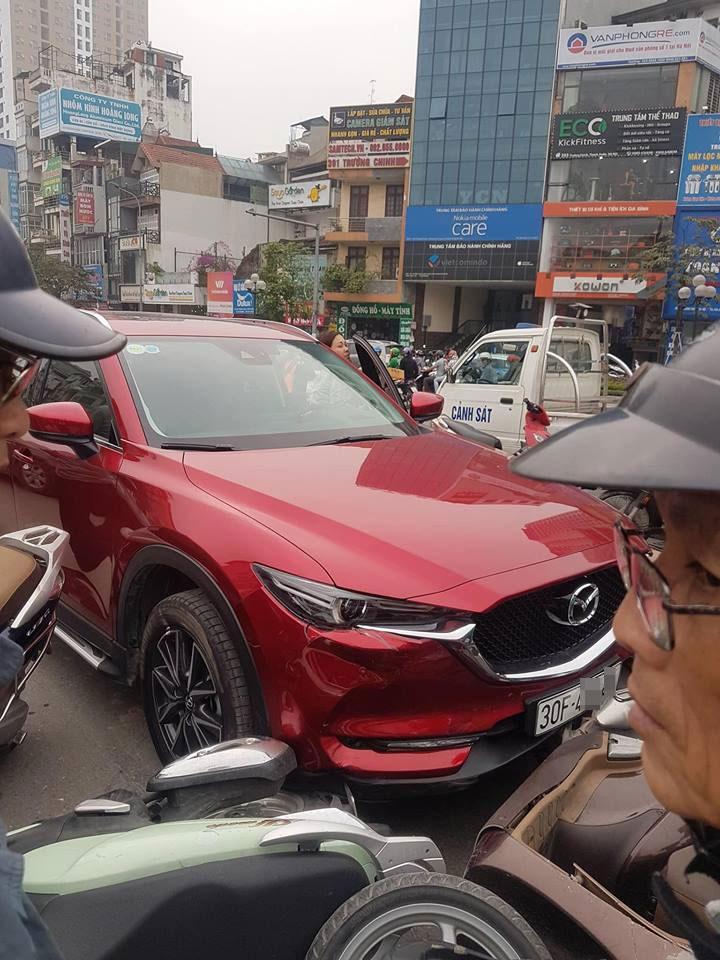 Chiếc Mazda CX-5 chỉ bị hỏng nhẹ sau vụ tai nạn