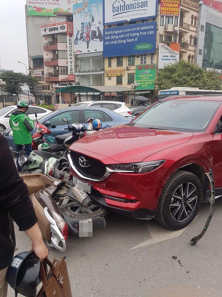 Hiện trường vụ tai nạn do nữ tài xế điều khiển chiếc Mazda CX-5 gây ra