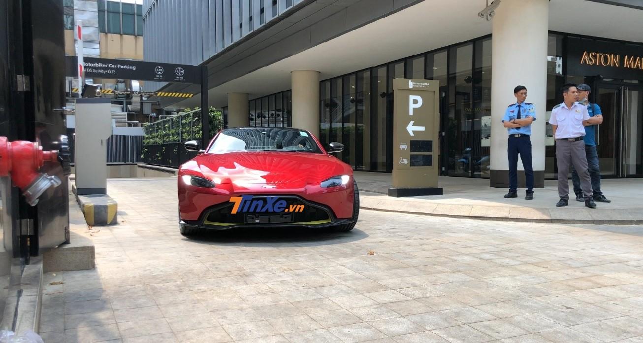 Siêu xe Aston Martin V8 Vantage 2018 có khoảng sáng gầm khá thấp
