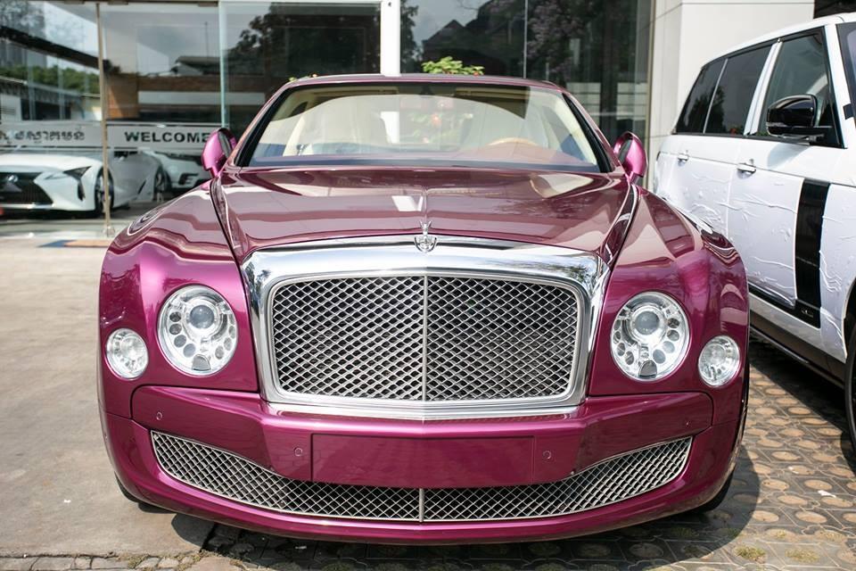 Chiếc Bentley Mulsanne mang màu sơn tím Magenta