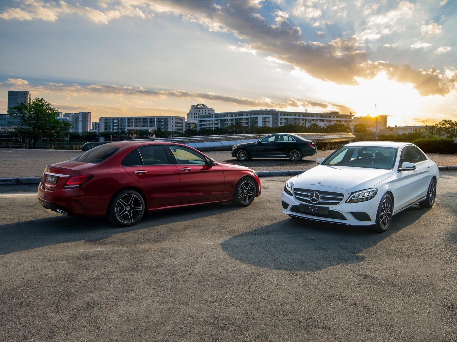 Mercedes-Benz C200 2019 hiện đang được phân phối với giá bán là 1,499 tỷ đồng