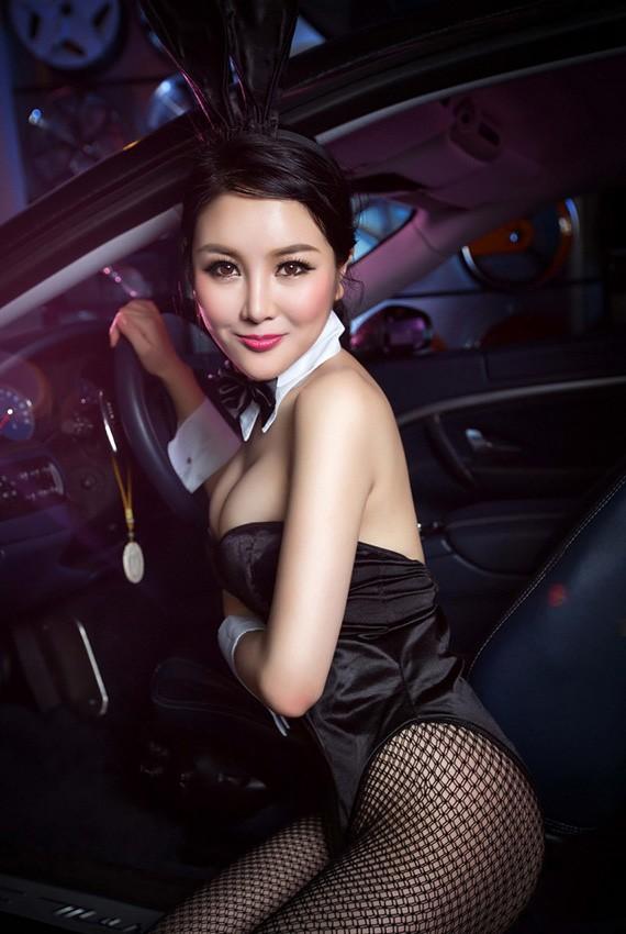 Người đẹp Trung Quốc tinh nghịch với bộ trang phục thỏ ngọc gợi cảm - 3