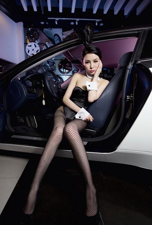 Người đẹp Trung Quốc tinh nghịch với bộ trang phục thỏ ngọc gợi cảm - 2