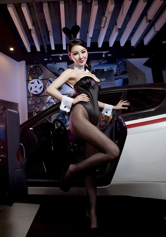 Người đẹp Trung Quốc tinh nghịch với bộ trang phục thỏ ngọc gợi cảm - 4