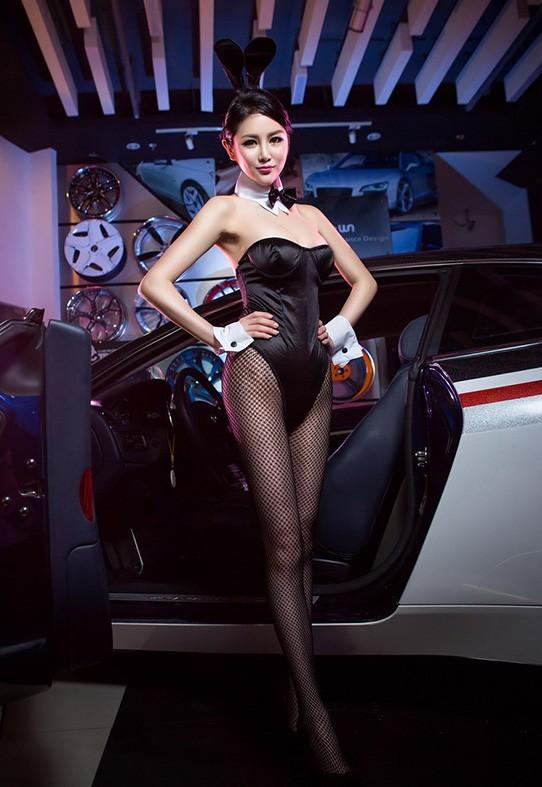 Người đẹp Trung Quốc tinh nghịch với bộ trang phục thỏ ngọc gợi cảm - 5