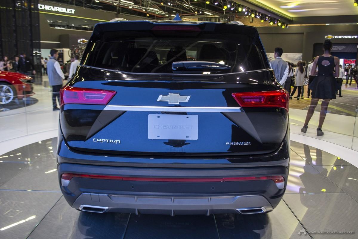 Thiết kế đuôi xe của Chevrolet Captiva 2019 cũng chẳng khác gì Baojun 530