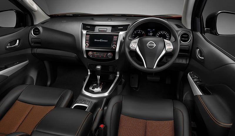 Nội thất bên trong Nissan Navara Black Edition 2019