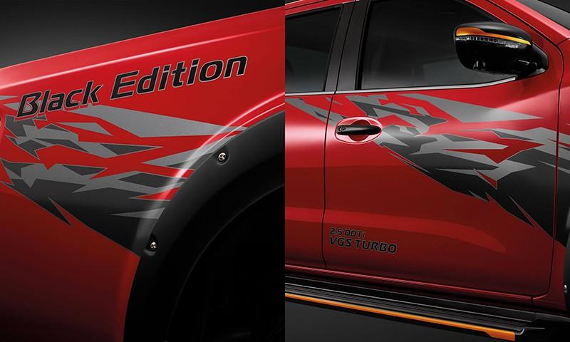 Đề-can 3D màu đen trên thân xe