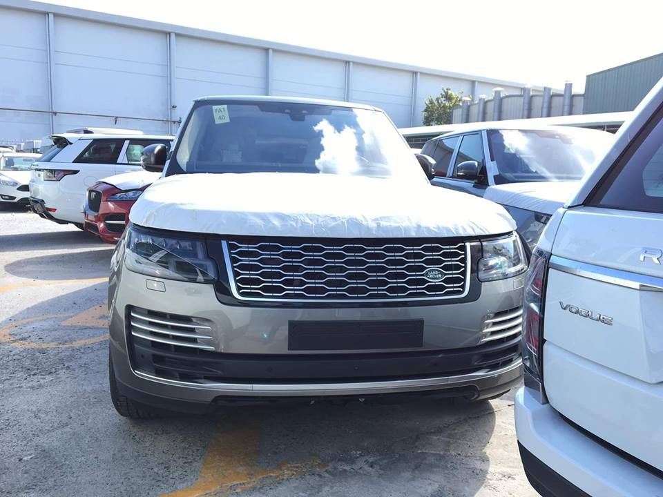 Range Rover đời mới đang chờ bàn giao