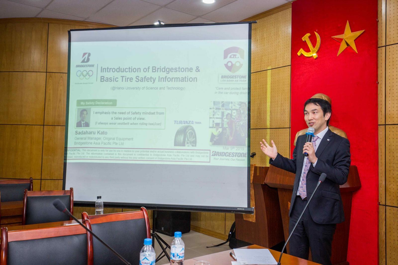 Ông Sadaharu Kato đại diện Tập đoàn Bridgestone Châu Á Thái Bình Dương – Trung Quốc tham gia chia sẻ tại khóa học an toàn cho xe.