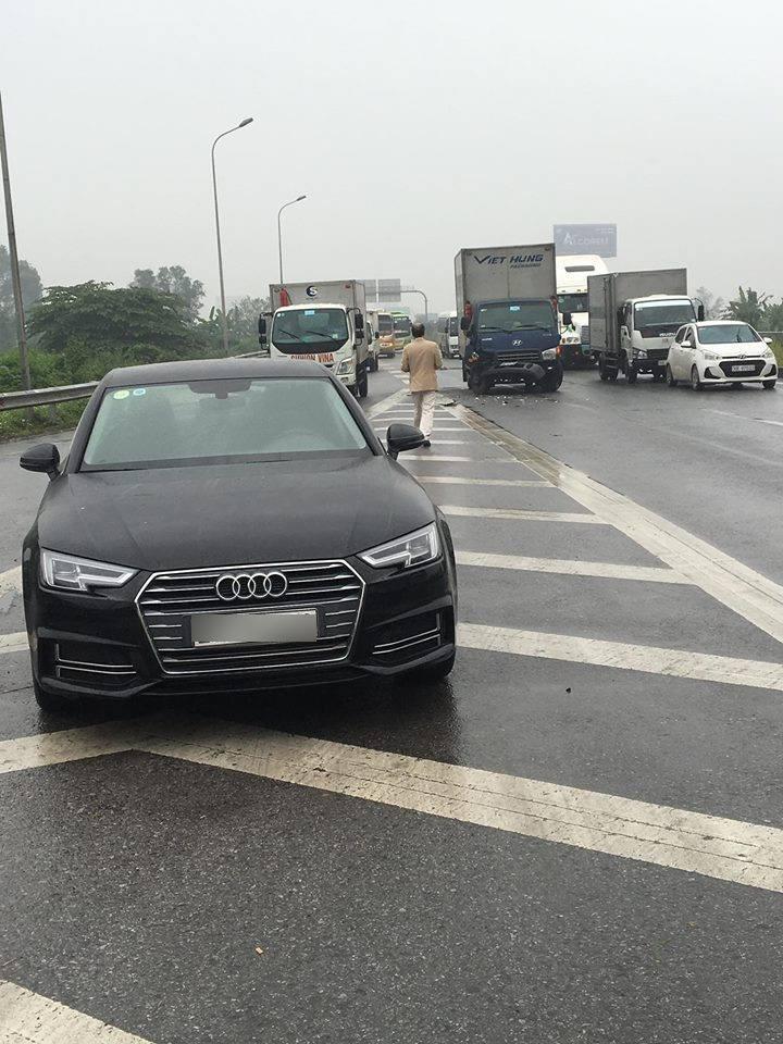 Hiện trường vụ tai nạn giữa Audi A4 và ô tô tải